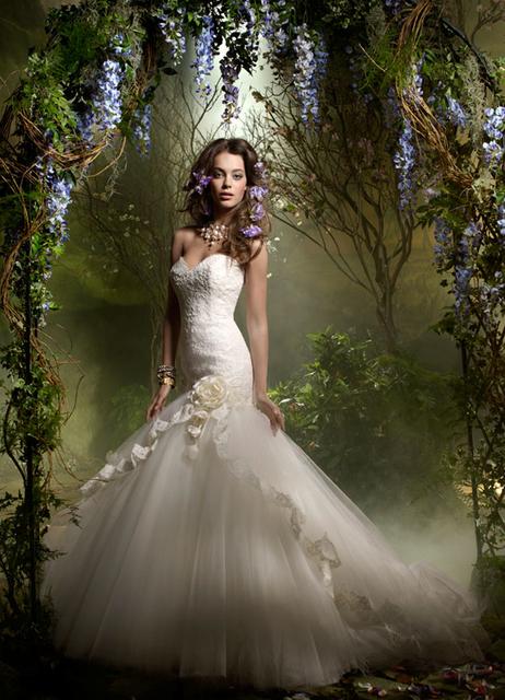 ラザロのウェディングドレスをご紹介!