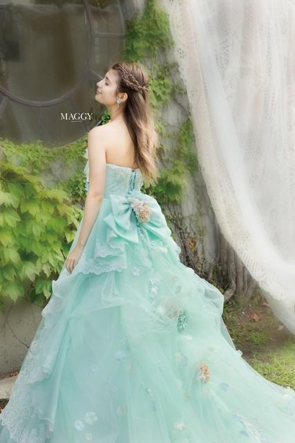 水色のドレスのマギー